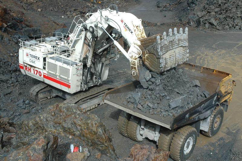 4 Terex RH 170 loading Unit Rig MT 3600