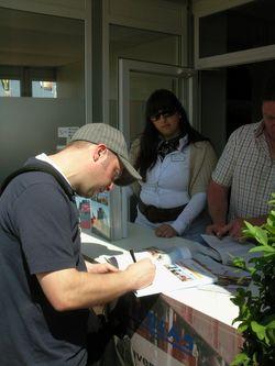 Stefan Jung signing Die Schwerlastspezialisten