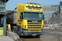 2 Scania 124L 420 arriving at the Thamesteel weighbridge