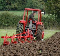 2.1 MF 1080 with MF 41 5-furrow plough