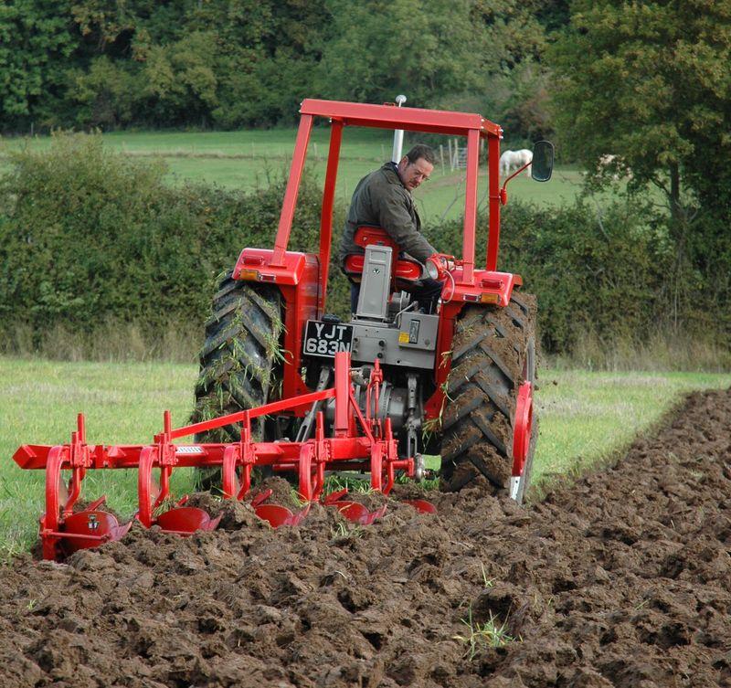 2.1 MF 1080 with MF 41 5-furrow plough