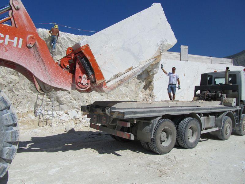 Hitachi ZW550 loading marble truck