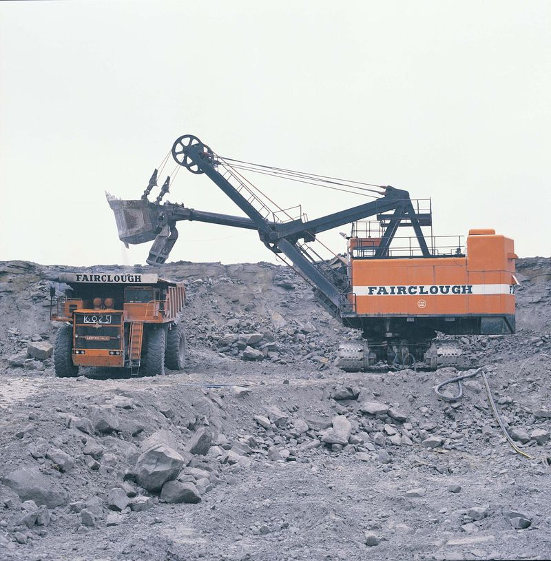 RB 195-B cable shovel and Unit Rig Lectra Haul M100 dump truck