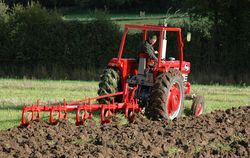 1080 & 41 4-furrow ploughl