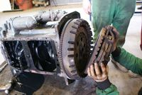 Removing clutch and flywheel_4-cyl diesel engine