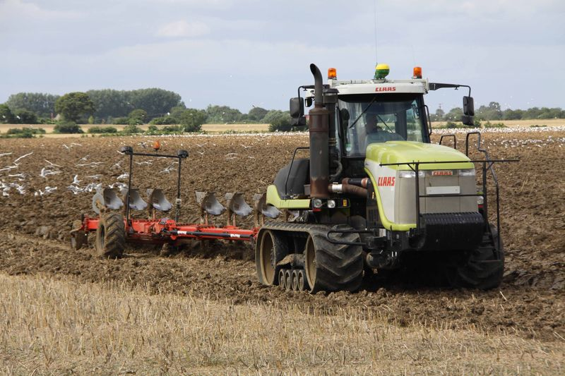 Claas Challenger 75E pulling a 10-furrow plough